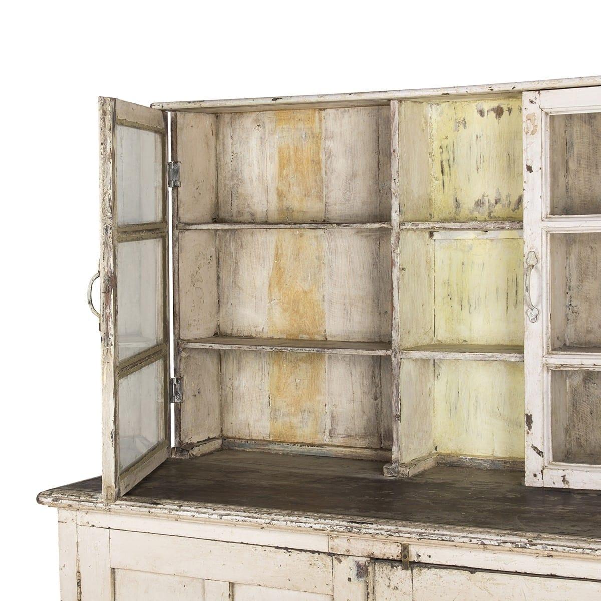 Mueble vintage para almacenamiento en comercios.