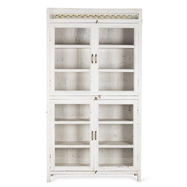 Mueble blanco de madera para almacenamiento.