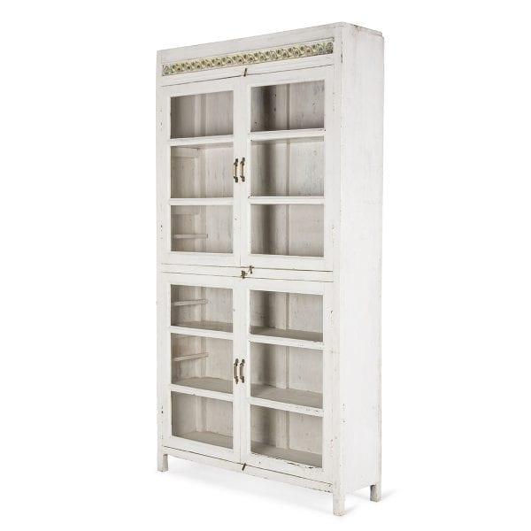 Mueble vintage de madera blanca.