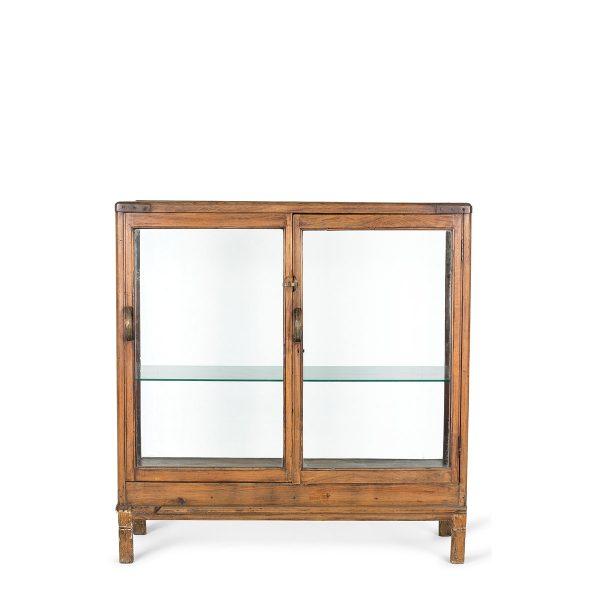 Muebles antigüedades y vitrinas para comercios.
