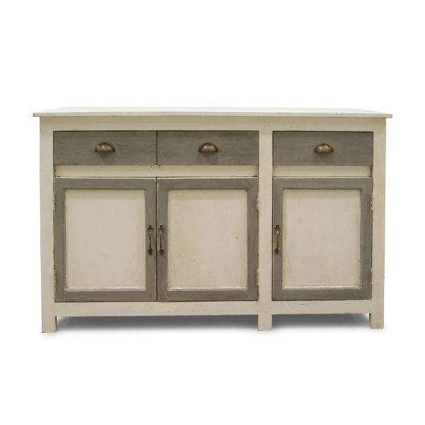 Mueble antiguo en color blanco roto.
