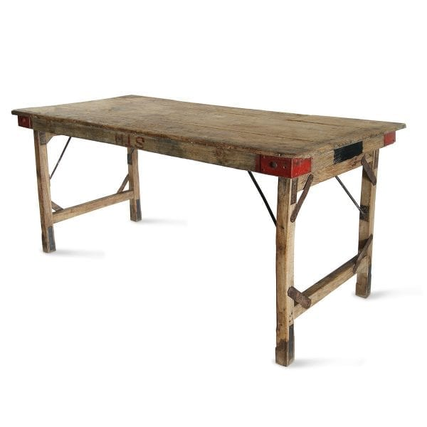 Photo.Table ancienne pliable pour hôtellerie.