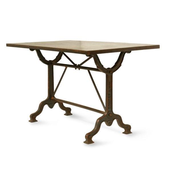 Photo. Table de bar style vintage industriel.