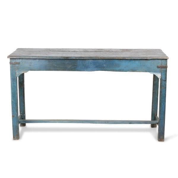 Table bleue en bois vieilli.