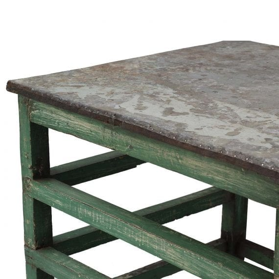 Table en bois industrielle de bar.