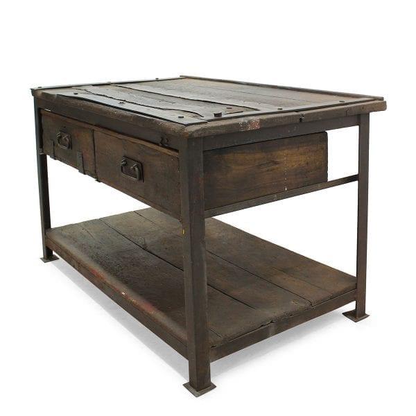 Photo. Table originale style vintage pour les restaurants.