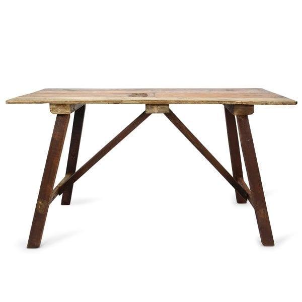 Tables en bois pour cafés ou restaurants.