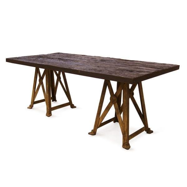 Photo. Table rectangulaire design pour l'hôtellerie.