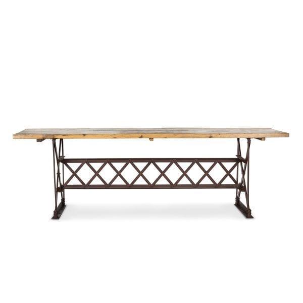 Photo.Table rectangulaire industrielle pour l'hôtellerie.