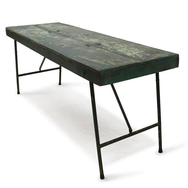 Photo. Table rectangulaire pour les restaurants.