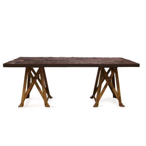 Photo. Table rectangulaire style vintage pour les restaurants.