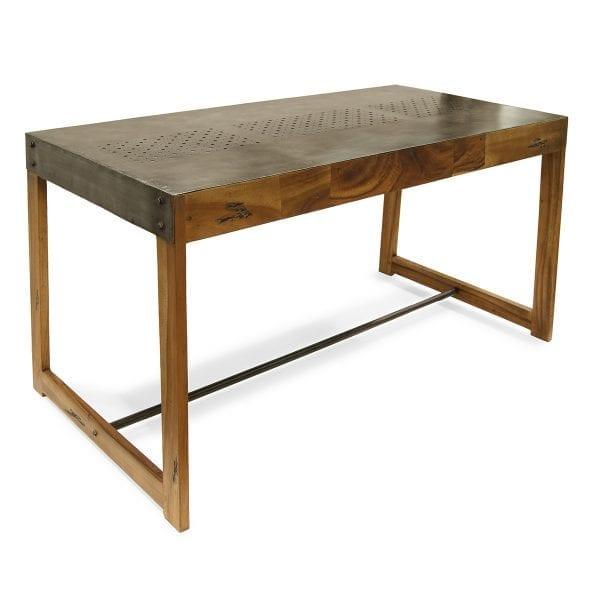 Photo. Table robuste design pour les cafeterias.