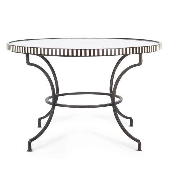 Table ronde en marbre et en fer.