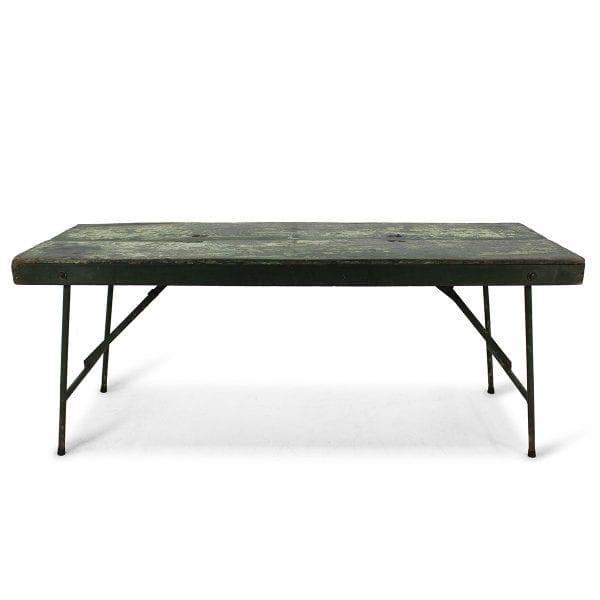 Table verte pour restaurant ou bar.