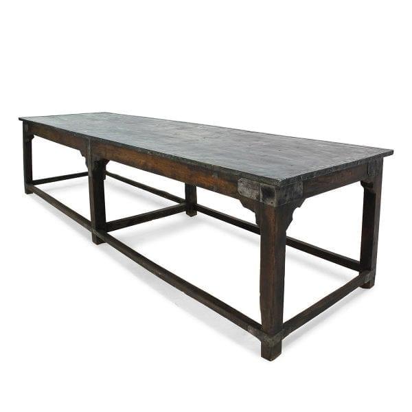 Table vintage pour l'hôtellerie et la restauration.