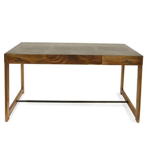 Photo. Table style vintage robuste pour les cafétérias.