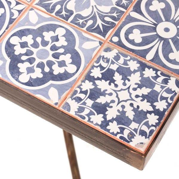 Tables originales pour cafétéria.