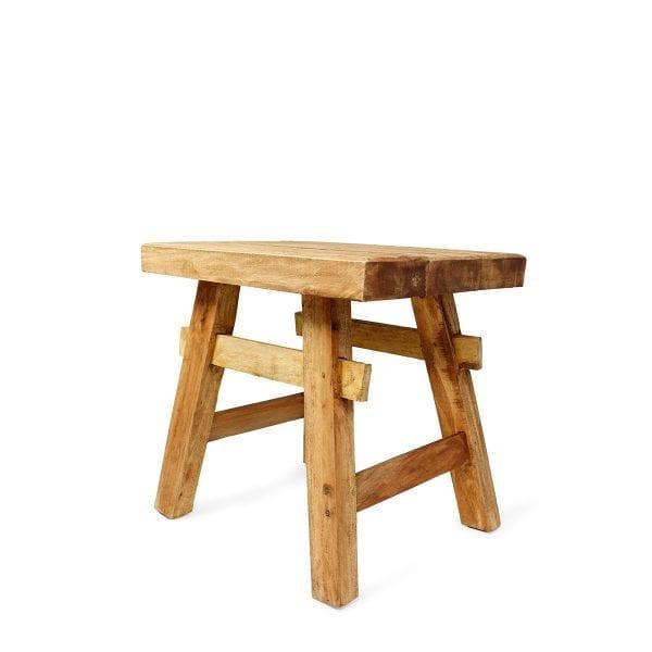 Tabouret bas en bois de bar.