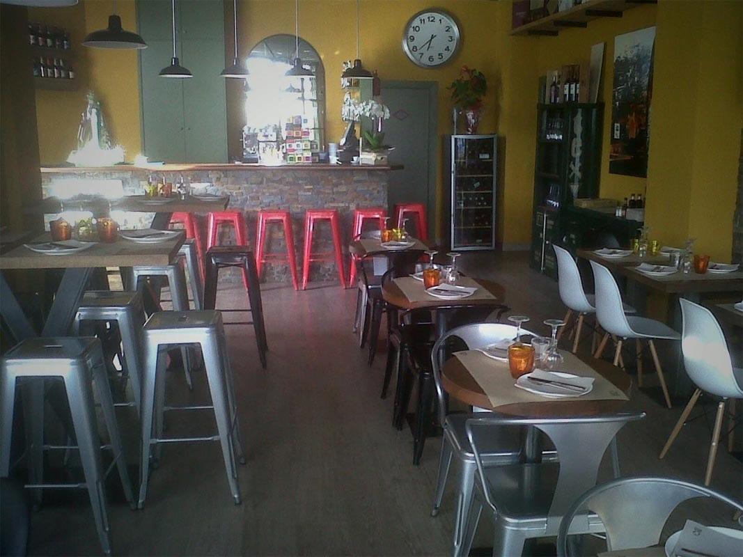 Mobiliario para hostelería de Francisco Segarra en el restaurante Divuit trenta-quatre de Girona.