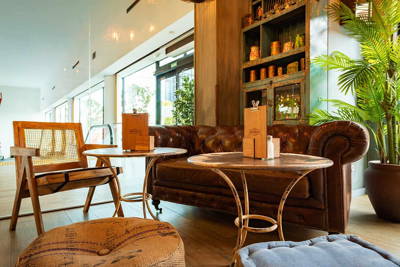 Asientos Francisco Segarra para diseño de cafeterías en Madrid.