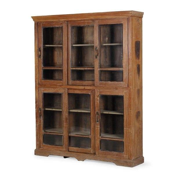 Colección de muebles antiguos.