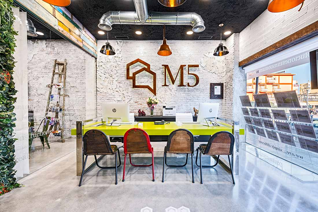 Una reforma integral. Un ejemplo de interiorismo comercial. Un proyecto de diseño inmobiliario.