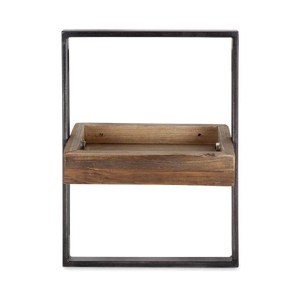 Étagère en bois pour équipement de restaurant.