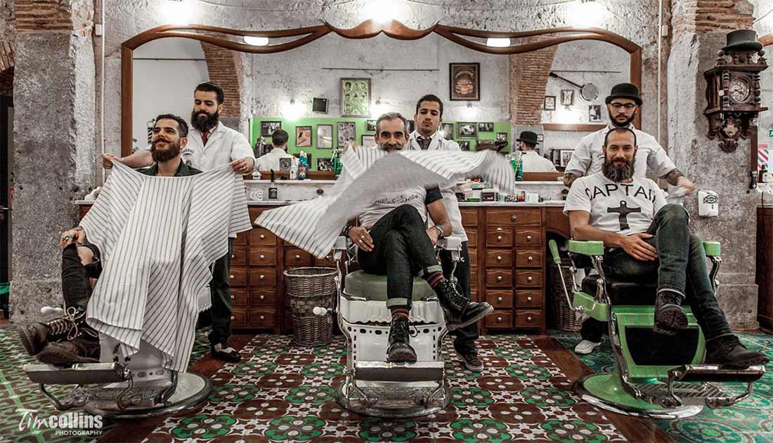 Exemples décoration salon de coiffure barbier.