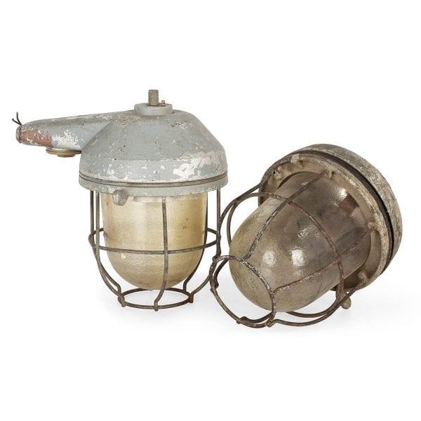 Photo.Lampe ancienne récupérée pour hôtellerie.