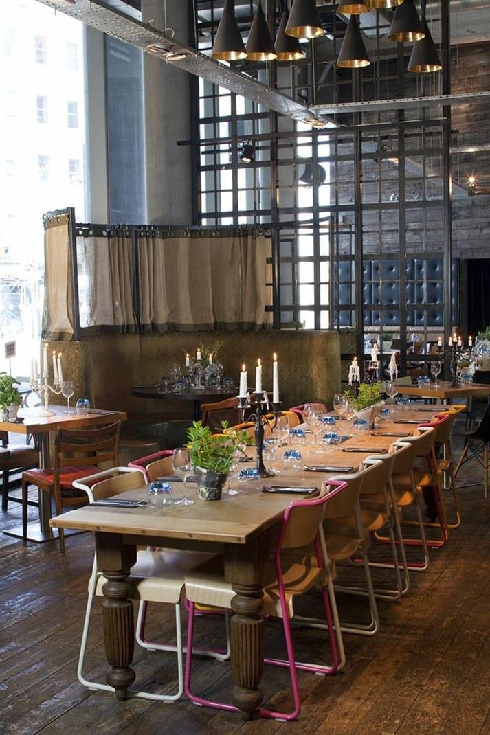 The table sharing. Mesas comunales para hostelería
