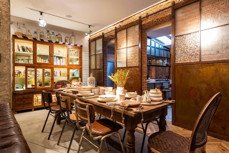 Los muebles de Francisco Segarra ya pueden verse en calle Larra,19.