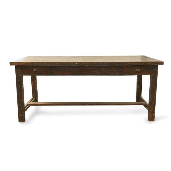 Photo.Table ancienne récupérée pour les commerces.