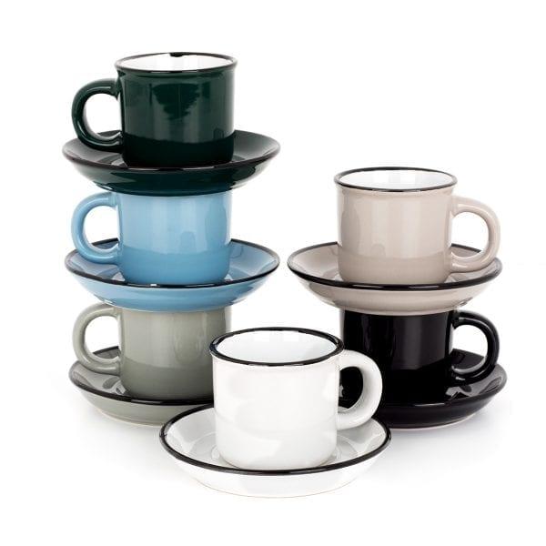 Taza de café con platito en cerámica.