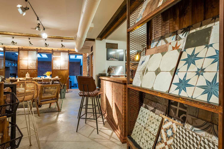 Descubre una tienda de muebles vintage única en Madrid.
