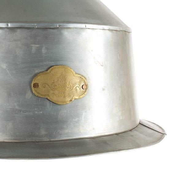 Lámpara de techo metálica.