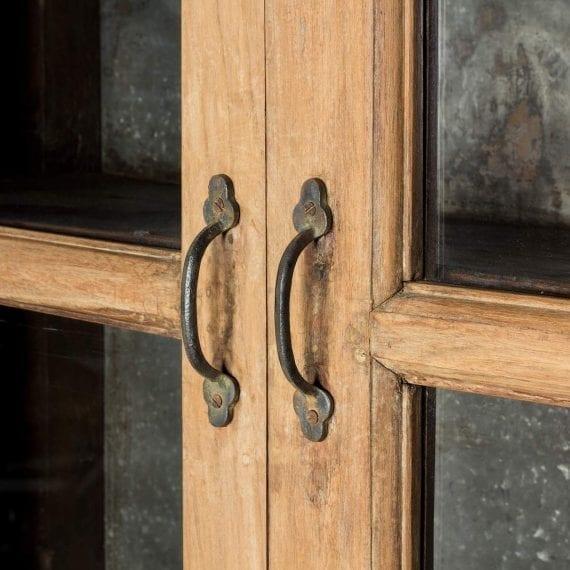 Imagen de detalle de la vitrina expositora.