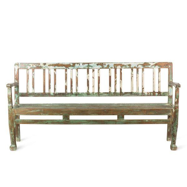 Banc vintage en bois pour équipement commercial.