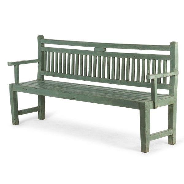 Banco de madera en verde.