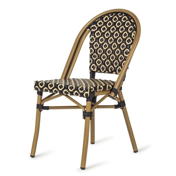 Chaises idéales pour les terasses de bar.