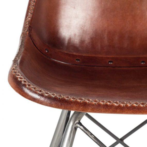 Imagen de detalle de la silla de piel Doris Creta.
