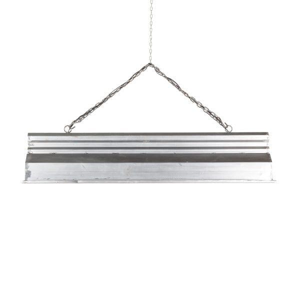 Lampes de plafond de type industriel.