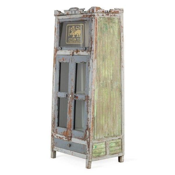 Mobiliario antiguo de almacenaje.
