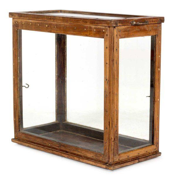Mueble expositor antiguo.