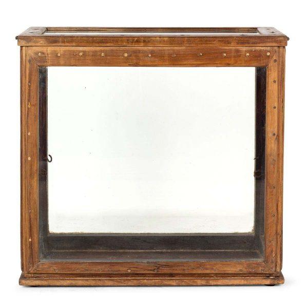 Muebles expositores antiguos.