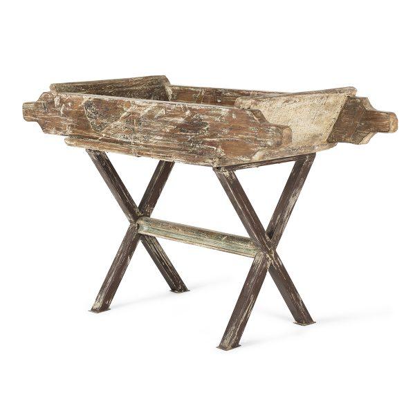 Artesa antigua de madera.