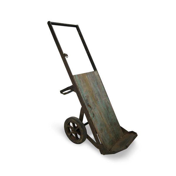Carro portacajas antiguo.