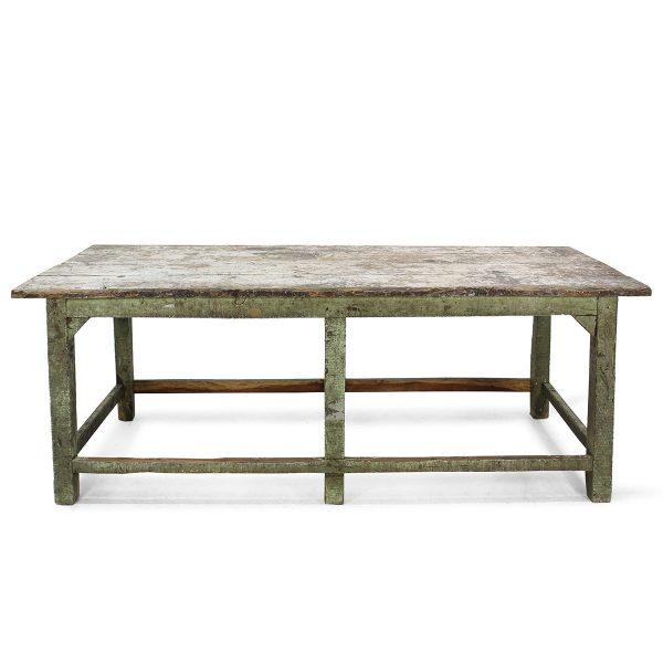 Mesa antigua en madera envejecida.