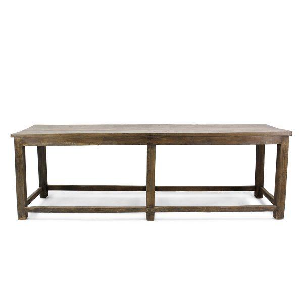 Mesas antiguas en madera.