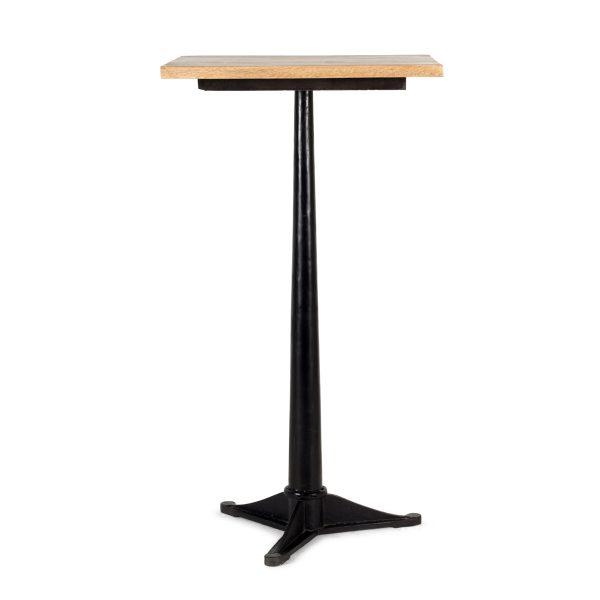 Table haute carrée.