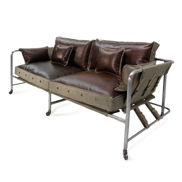 Contract sofas to be used in restaurants, cafeterias and hotels.